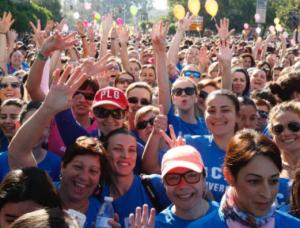 Multitudinaria salida de la Carrera de la Mujer, en la edición de 2016.