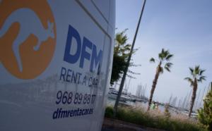 La furgoneta Fiat Ducato, en el paseo del puerto de Alicante.
