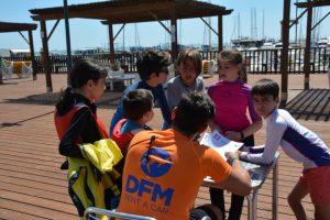 En la regata solidaria de Aastrapace regalamos centenares de camisetas conmemorativas dese DFM Rent a Car.