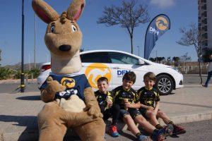La mascota de DFM Rent a Car, en la prueba por equipos del Valverde Team