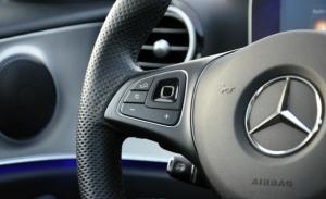¿Tu coche de bodas soñado? El Mercedes Clase C de DFM Rent a Car.