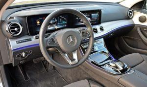 Detalle del interior del Mercedes Clase C, coche de alquiler de DFM Rent a Car.
