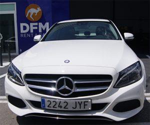 El Mercedes clase C, uno de los coches de alquiler para bodas en Murcia de DFM Rent a Car.
