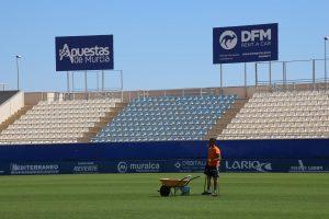 Valla publicitaria de DFM Rent a Car en el estadio del Lorca FC.