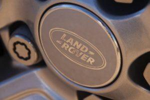 Llanta del Range Rover Evoque de alquiler de DFM Rent a Car.