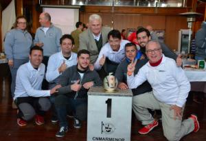 Una de tripulaciones ganadoras del gran premio DFM Rent a Car, celebrado en aguas del Mar Menor.