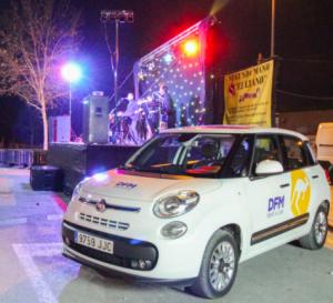 Coche de alquiler Fiat 500 de DFM Rent a Car, en las fiestas de Las Tejeras de Alcantarilla.