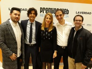 De izquierda a derecha: Ángel Torrano, Roberto Fuentes, Isabel Sánchez Serrano, Alejandro Garriga y Juan Diego Navarro, de las empresas DFM Rent a Car y Tic Tag, en la gala de los X Premios Web de La Verdad de Murcia.