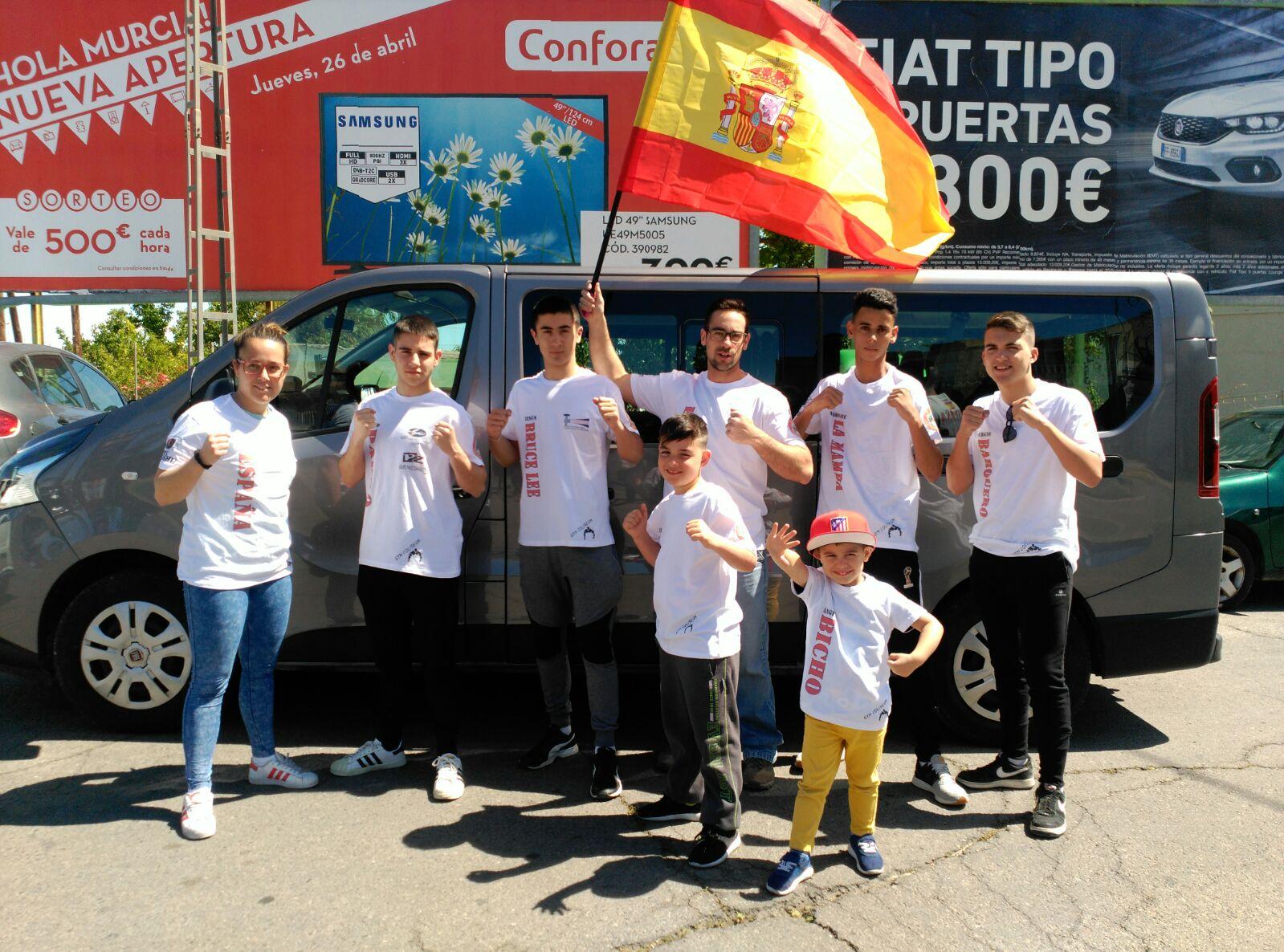 El equipo de WKL Murcia confio en una furgoneta de alquiler de 9 plazas de DFM Rent a Car para realizar el viaje de Murcia a San Marino, en el centro de Italia.