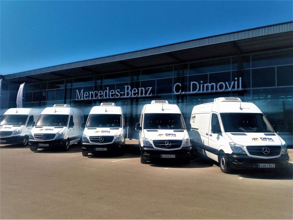 DFM Rent a Car confía en comercial Dimóvil para completar su flota de furgonetas ligeras