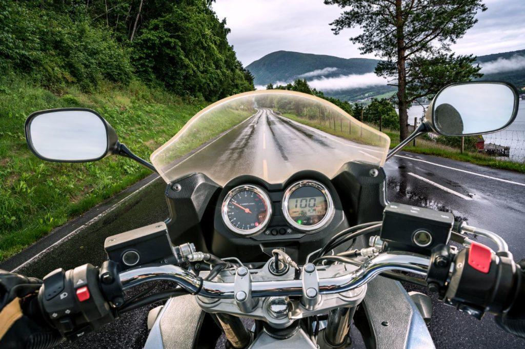 Consejos para conducir con moto en caso de lluvia