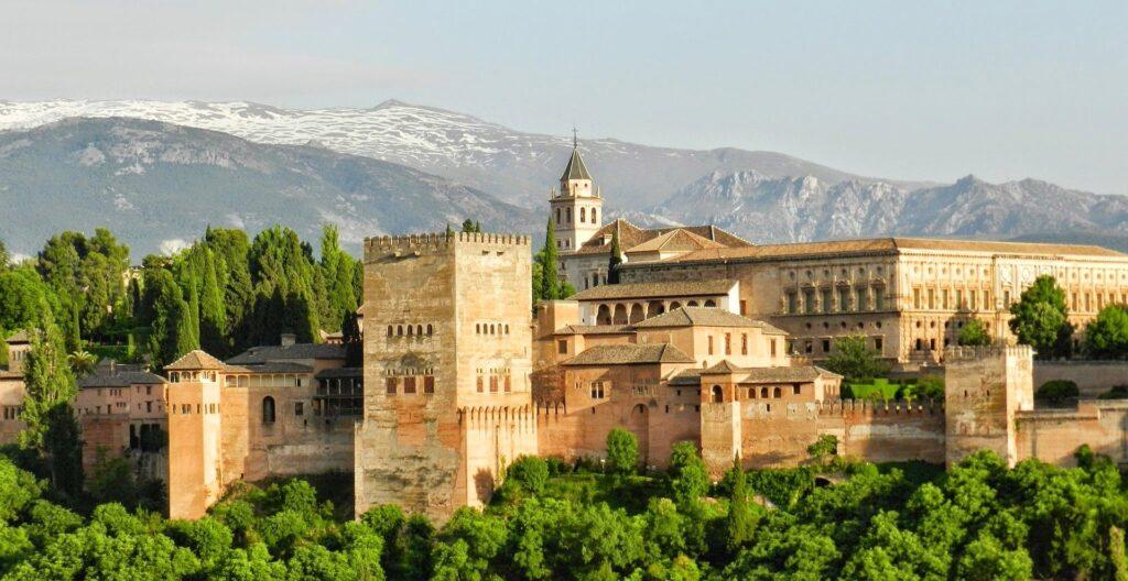 Dónde y por qué alquilar un vehículo en Granada