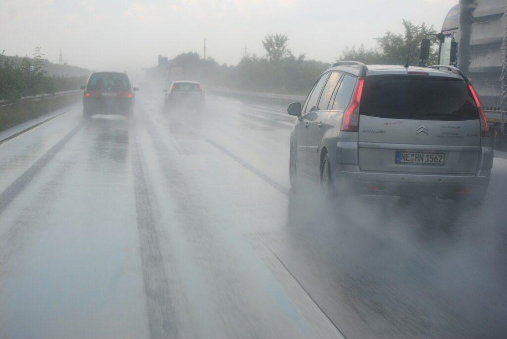 Conducir con mal tiempo: 5 consejos