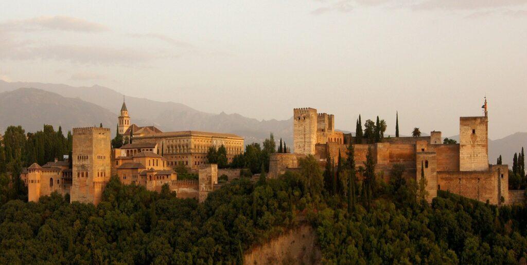Cinco excursiones increíbles para descubrir en vehículo alquilado la provincia de Granada