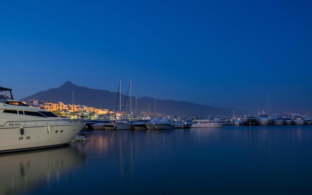 Seis rutas para descubrir la provincia de Málaga en vehículo de alquiler